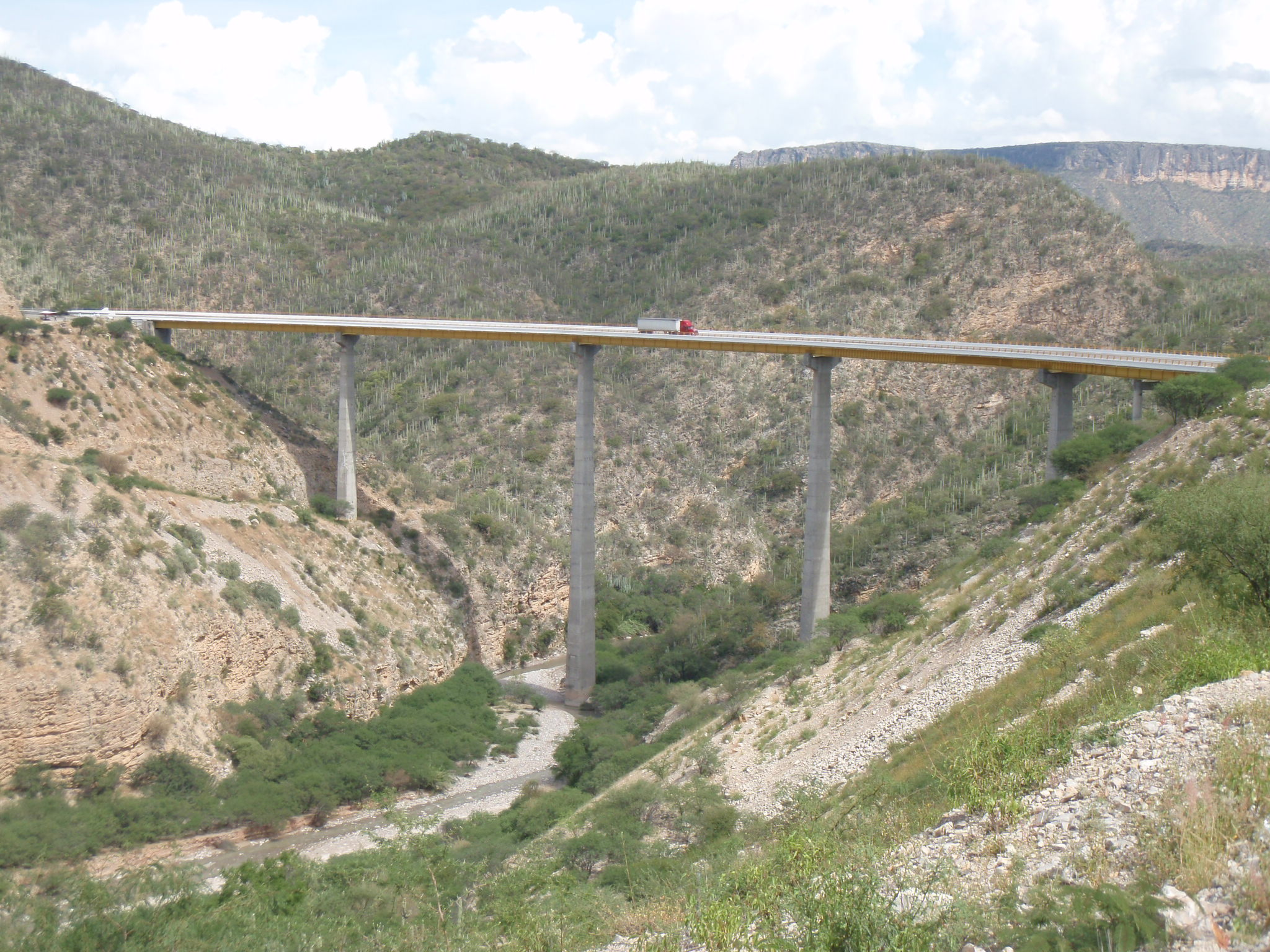 Tall bridge at the bottom of the long climb South of Tehuacan; this bridge did save 100m of elevation gain!