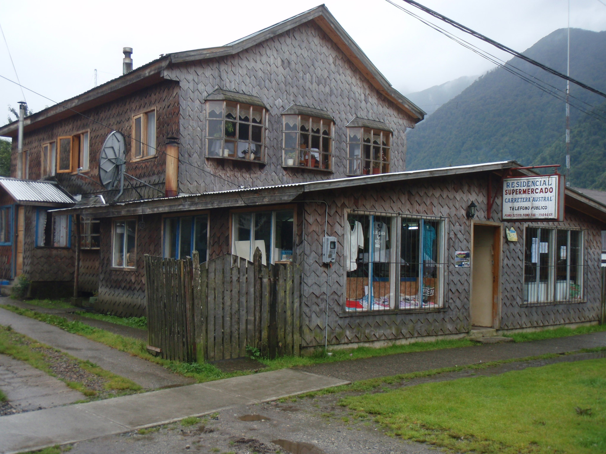 Hostel Carreterra Austral - our warm place to stay the night
