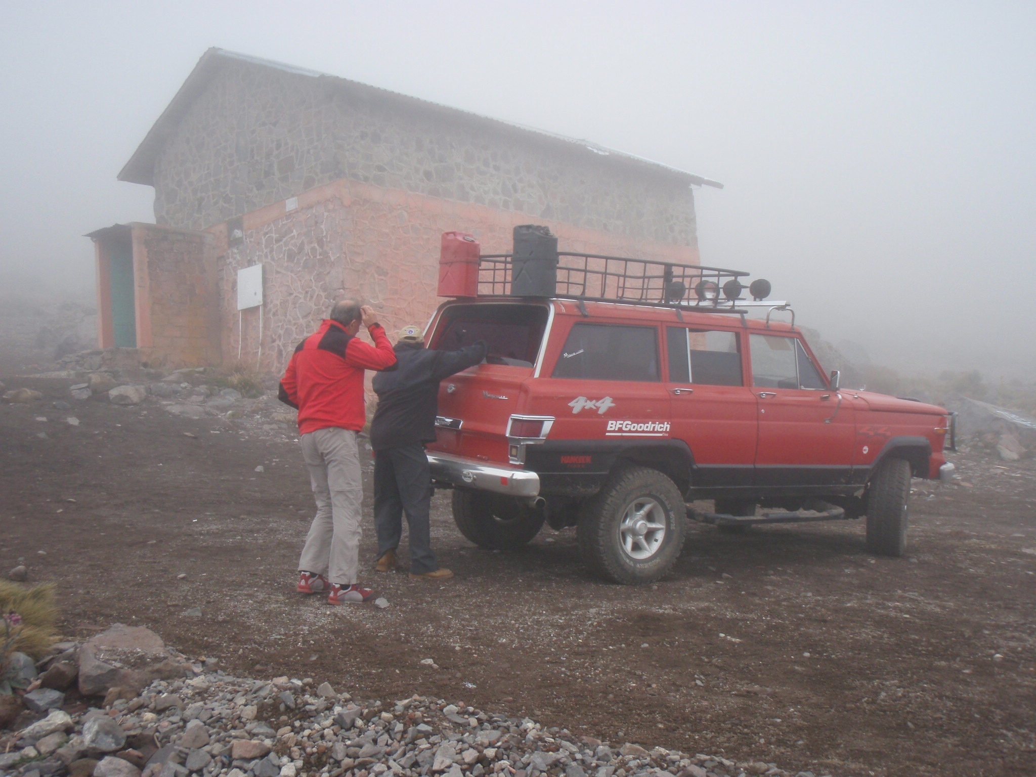 Arriving at the Piedra grande hut with the 4 wheel drive